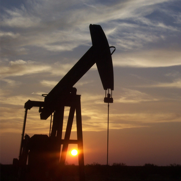 Falling price of oil helps to keep the CAD low