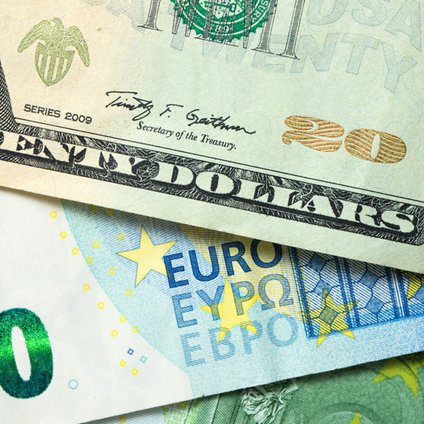 USD - US dollar edges over under-performing euro