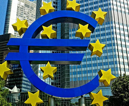 Euro steady as Eurozone beats forecasts