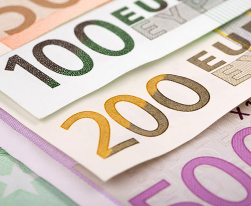 Euro recovers from early week losses