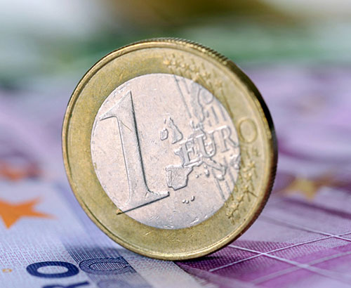 Euro weakens in spite of improving Eurozone data