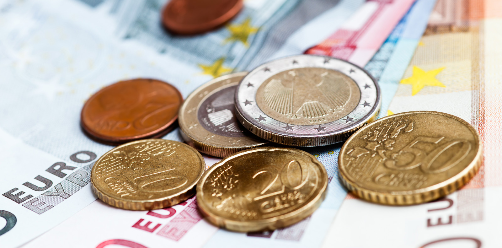 EUR value falls as the European Central Bank prepares for further fiscal tightening