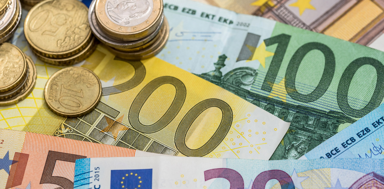 Euro reaches 2 year low against the USD as Italian debt concerns mount
