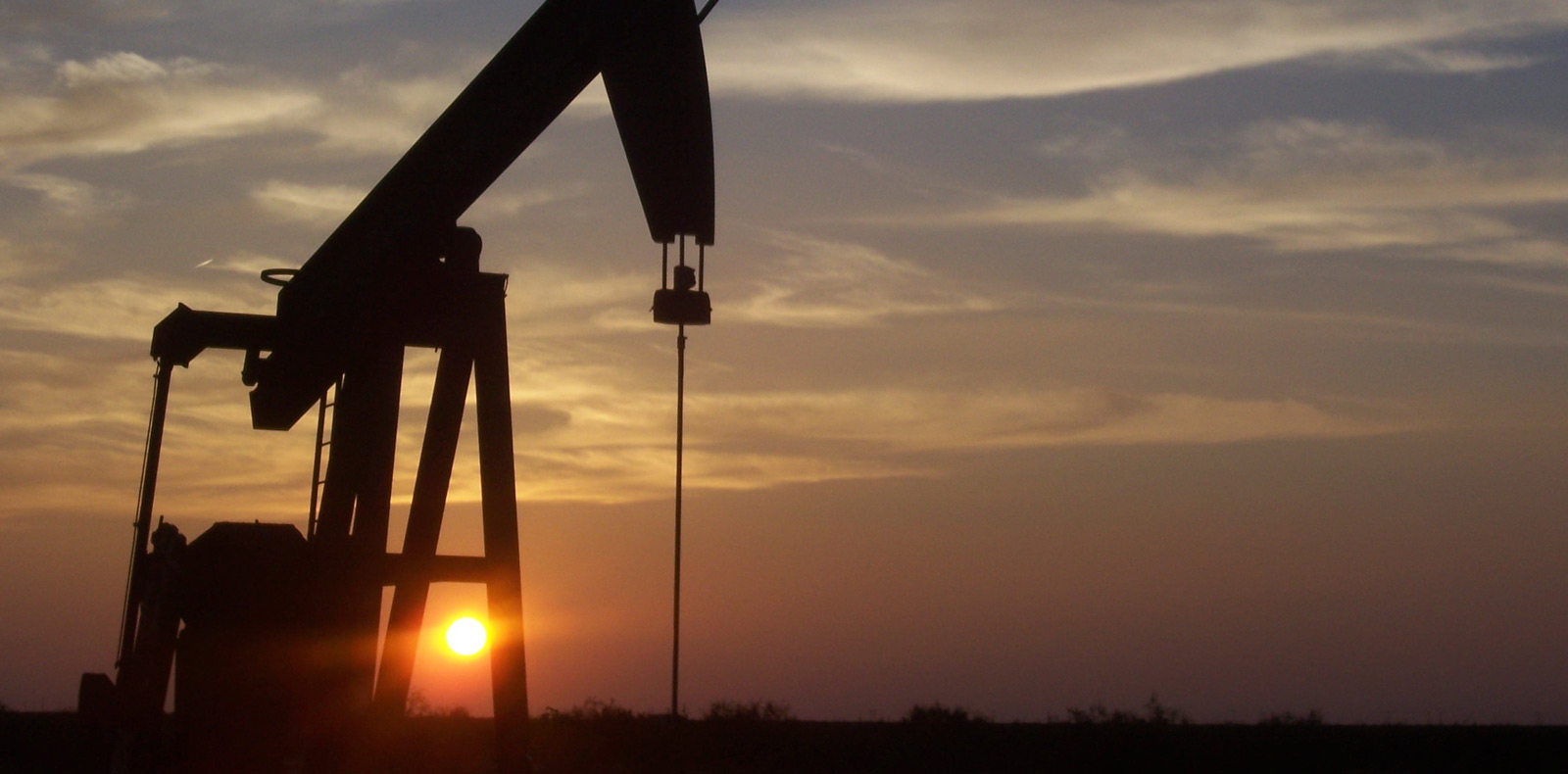 Falling price of oil keeps the CAD low
