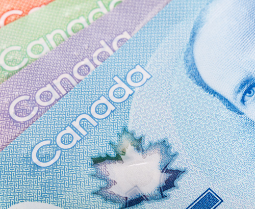 Loonie holding firm against the pound