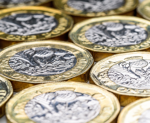 Sterling Gains, as Polls Predict UK Will Avoid Hung Parliament